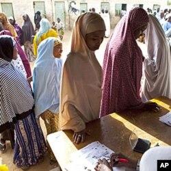 Des femmes votant à Kano