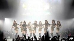 파리에서 공연하는 '소녀시대'