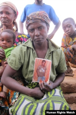 A Christian woman, from the Berom ethnic group, holds up a photograph of her son who was killed in a February 22, 2011 attack on Bere Riti village, Plateau State. (Photo:© 2012 Eric Guttschuss/Human Rights Watch)