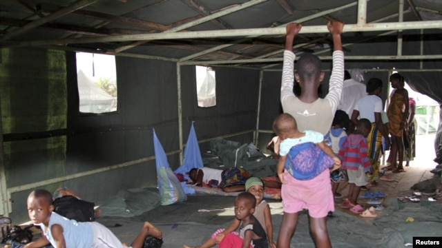 Flood victims wait at a relief center in Igbogene community in Bayelsa state, Nigeria, October 12, 2012.