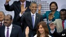 Tổng thống Obama cùng các nhà lãnh đạo khu vực Mỹ Latin tại Hội nghị Thượng đỉnh châu Mỹ ở Thành phố Panama, Panama, ngày 11 tháng 4, 2015.