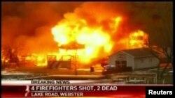 Escena del incendio en Webster, cerca de Rochester, Nueva York.