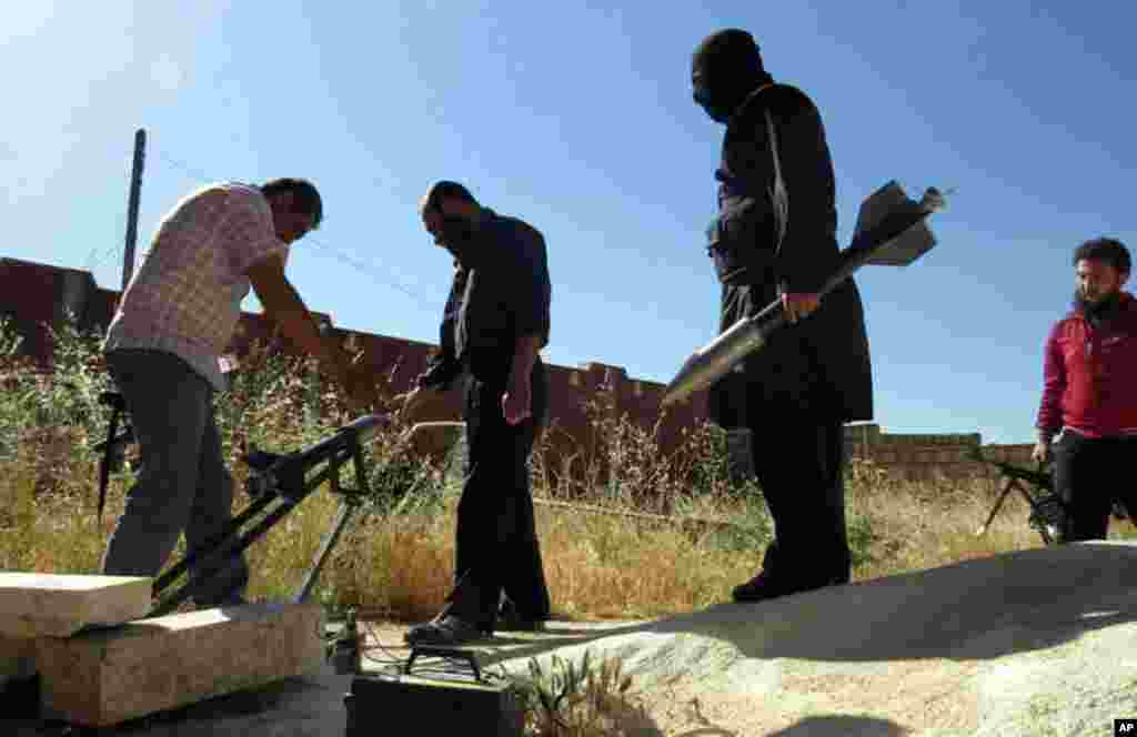 Syrian rebels prepare to fire locally made rockets in Idlib, northern Syria, June 4, 2013.