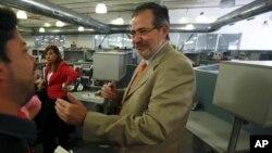 El gobierno venezolano ordenó congelar las cuentas bancarias de Miguel Henrique Otero, director del diario El Nacional.