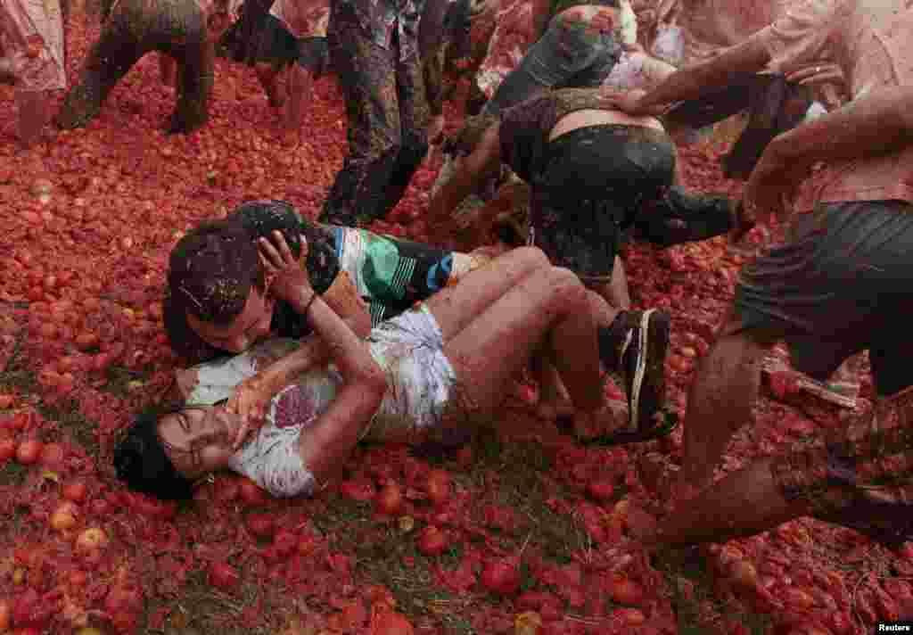 یہ تہوار ٹماٹر کی کاشت کرنے والے کسانوں کو خراج تحسین پیش کرنے کے لیے منعقد کیا جاتا ہے۔