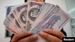 Купюры достоинством в 5000 северокорейских вонов