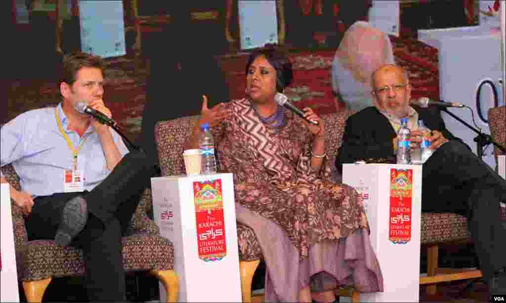 جس سیشن میں بھی ان شخصیات نے شرکت کی وہاں حاضرین کی بڑی تعداد انہیں سننے کے لیے موجود تھی۔