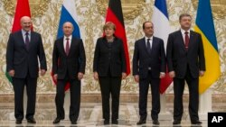 From left, Belarusian President Alexander Lukashenko, Russian President Vladimir Putin, German Chancellor Angela Merkel, French President Francois Hollande and Ukrainian President Petro Poroshenko pose during a break in their peace talks in Minsk, Belarus, Feb. 11, 2015.