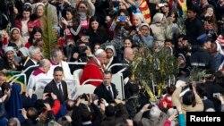 El papa Francisco presidió la Misa del Domingo de Ramos, que abre la ceremonia de la Semana Mayor en la Iglesia Católica.