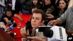El candidato presidencial hondureño Salvador Nasralla en conferencia de prensa en Tegucigalpa, aceptó la derrota en las elecciones presidenciales del 26 de noviembre. Dic. 22 de 2017.