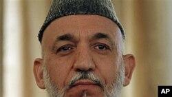 دیدار حامد کرزی با مقامات بانک مرکزی افغانستان