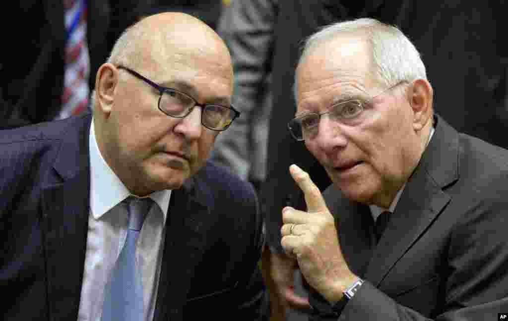 یونان کے علاوہ یورو زون میں شامل دیگر بہت سے ممالک کے پارلیمان نئے بیل آؤٹ پیکیج کی منظوری دیں گے۔