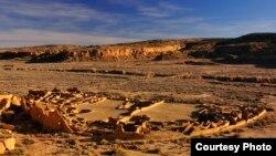 Situs-situs seperti Pueblo Bonito di utara New Mexico mencapai ukuran maksimumnya di awal tahun 1100an A.D. (Nate Crabtree Photograpy)