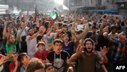 شهر حلب از کمبود شدید رنج می برد.