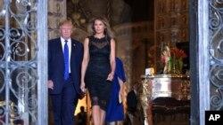 美国总统川普和夫人在马阿拉哥庄园(2017年2月11日)。川普将在4月6日至7日在这里与中国领导人习近平会晤。