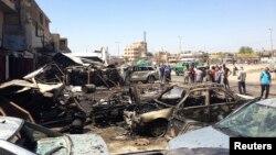 爆炸後多輛汽車被焚毀