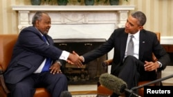 Tổng thống Hoa Kỳ Barack Obama (phải) hội đàm với Tổng thống Djibouti tại Tòa Bạch Ốc