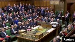 Прем'єр-міністр Тереза Мей наполягає, що робить усе можливе, щоб виконати рішення референдуму 2016 року