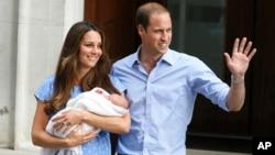 英國威廉王子和他的妻子凱特王妃抱著新生兒子出院回家
