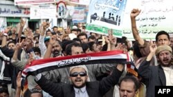 Người biểu tình hô khẩu hiệu đòi lật đổ Tổng thống Yemen Ali Abdullah Saleh tại Sanaa, 18/5/2011