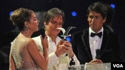 El compositor y cantante brasileño Roberto Carlos recibiño la Gaviota de Plata, reservada para los ganadores de la competencia internacional.