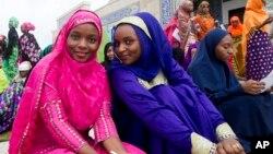 Wasu mata wurin sallar Eid a Abuja, babban birnin Tarayyar Najeriya