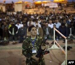 Xalqaro hamjamiyat Liviya muxolifatga katta pul va'da qildi, Qaddafiy g'azabda