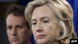 Ngoại trưởng Clinton (phải) nói rằng sự xuống cấp đều đặn của tình hình nhân quyền tại Iran buộc Mỹ phải áp dụng những hành động phù hợp với những quan ngại sâu sắc của mọi người