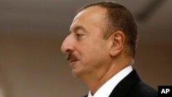 Aliyev xalqqa qo'llab-quvvatlov uchun minnatdorchilik bildirdi. 51 yoshli arbob hukumatga 2003-yilda kelgan. Prezidentlik unga otasi Haydar Aliyevdan meros qolgan edi.