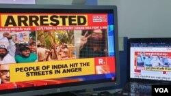 Penyiar dan pendiri Republic TV, Arnab Goswami, ditangkap pihak berwenang atas keterlibatan dalam aksi bunuh diri desainer interior Anvay Naik.