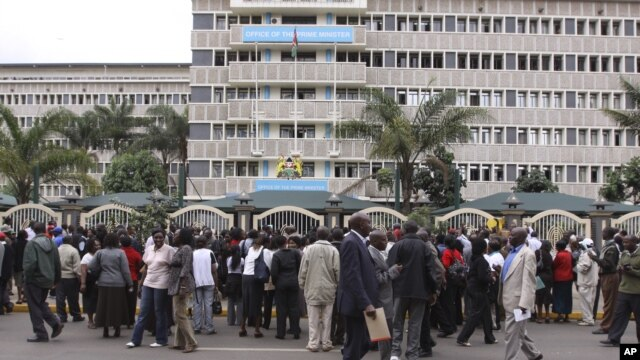 Kenyan teachers protest in front of prime minister's office in Nairobi. Kenya. (file photo)
