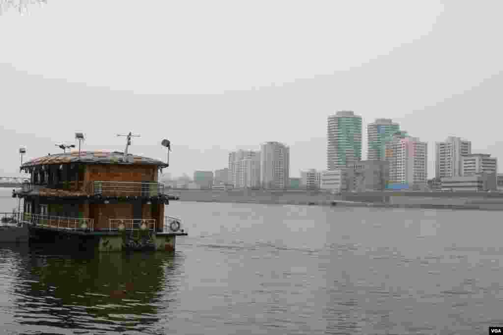 На реке Тэдонг