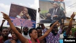 Supporters of former Ivory Coast President Laurent Gbagbo celebrate along a street in Abidjan's Yopougon neighborhood, Ivory Coast Jan. 15, 2019.