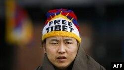 Người Tây Tạng tham gia biểu tình kỷ niệm 50 năm cuộc nổi dậy của người Tây Tạng chống lại Trung Quốc