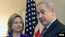 La secretaria de Estado, Hillary Clinton, y el primer ministro israelí, Benjamin Netanyahu, tras su extensa reunión en Estados Unidos.