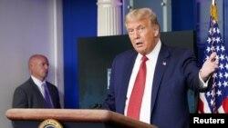 Presiden AS Donald Trump ketika sedang memberikan briefing Covid-19 di Gedung Putih, Senin sore (10/8).