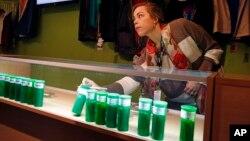 Toko-toko ganja di kota Denver adalah yang pertama yang diizinkan buka di Amerika untuk menjual ganja mulai 1 Januari 2014.