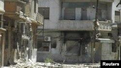 2012年6月26日,靠近霍姆斯镇的一个受到损毁的建筑物