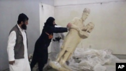 Dio petominutnog videa militanata Islamske država snimljenog u muzeju, objavljenog krajem februara ove godine