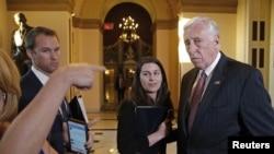 2015年2月27日,國會眾議院少數黨領袖霍耶在眾議院否決國土安全部撥款法案後接受記者採訪。
