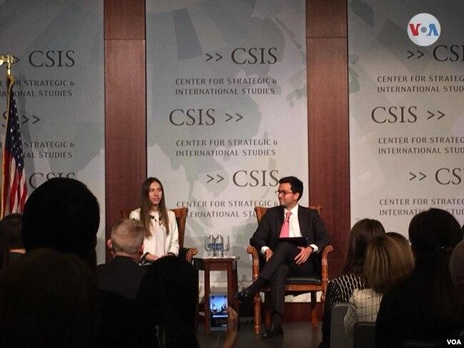 Fabiana Rosales habla con la diáspora venezolana en Washington, en un evento en el Centro para Estudios Estratégicos Internacionales, un centro de estudios políticos. Marzo 27 de 2019.