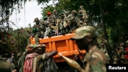 M23 rebels sit in a vehicle as they withdraw from the eastern Congo town of Goma, Dec. 1, 2012 (file photo).