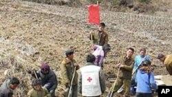 홍수 피해에 대비하는 북한 주민들