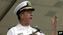 Chairman of the Joint Chiefs of Staff, Admiral Mike Mullen, speaks at Memorial Day Rolling Thunder event in Washington, May 29, 2011 (file photo).