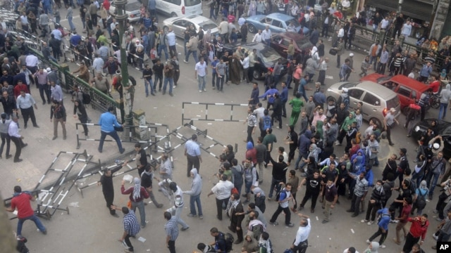 Egyptian protesters gather outside the country's high court in Cairo, Egypt, Nov. 24, 2012.