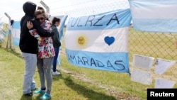 """Relatives and friends of Alejandro Damian Tagliapietra, one of the 44 crew members of the ARA San Juan submarine, react outside an Argentine naval base in Mar del Plata, Argentina, Nov. 24, 2017. The banner reads """"Camarades, be strong."""""""