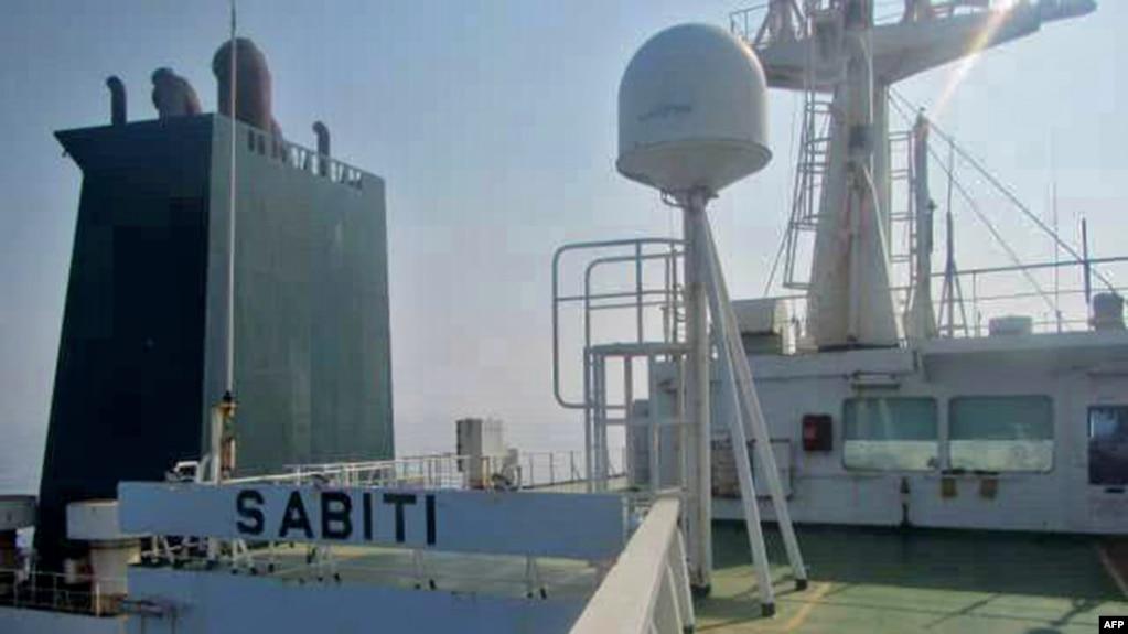 Bức ảnh do truyền hình nhà nước Iran IRIB đưa ra hôm 10/10 cho thấy tàu chở dầu thô Sabiti đi qua Biển Đỏ. Một tàu chở dầu của Iran được cho là bị tên lửa đánh trúng gần cảng Jeddah của Ả Rập.