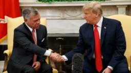 Tổng thống Donald Trump gặp Vua Jordan Abdullah II tại phòng Bầu dục, Tòa Bạch Ốc, ngày 25/6/2018.