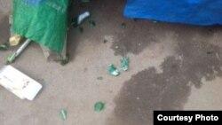 陳光福家4月30日凌晨被扔整裝啤酒後碎片 (陳光福微博圖片)