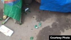 陈光福家4月30日凌晨被扔整装啤酒后碎片 (陈光福微博图片)